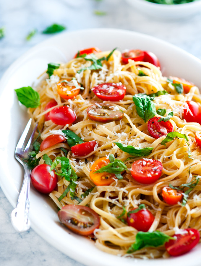 15 Minute Summertime Linguine Pasta with Fresh Basil and Cherry Tomatoes