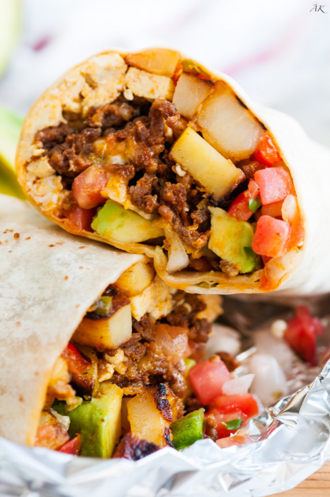 Chorizo-Breakfast-Burritos-4-680x1024.jpg