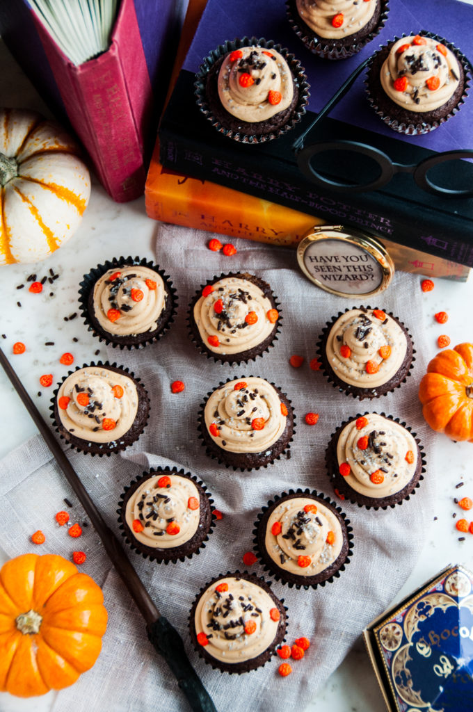 Harry Potter Chocolate Pumpkin Cupcakes with Butterbeer Frosting | aberdeenskitchen.com