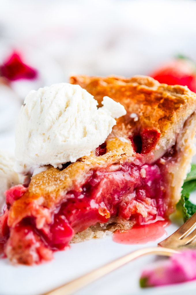 Strawberry Rhubarb Pie | aberdeenskitchen.com
