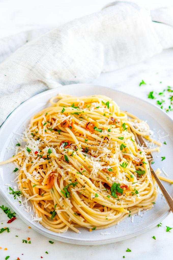 Pasta Aglio e Olio (Garlic and Oil Chef Style!)